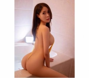 Nanou live erotic massage in Redland